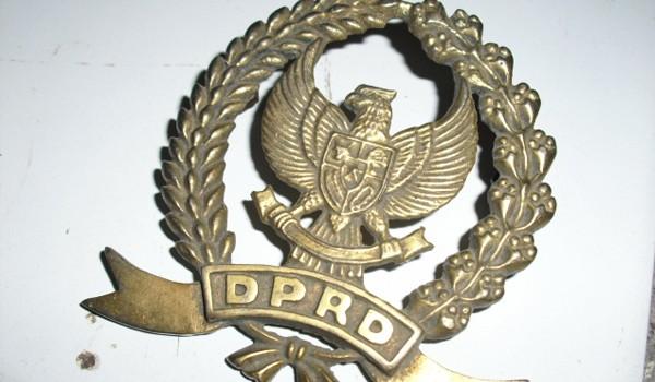 Tidak Diatur Dalam Tata Tertib Pemasangan Logo Dprd Di Plat Mobil Anggota Dewan Kabupaten Kerinci D