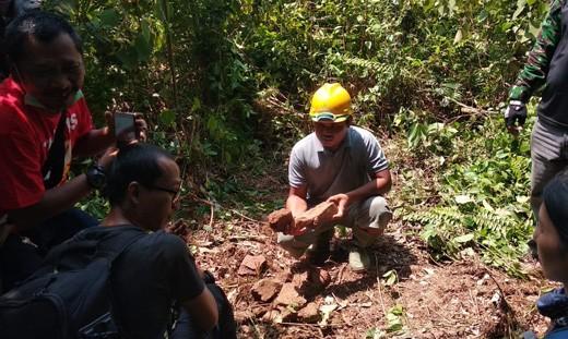 Penemuan reruntuhan batu mirip teksture batu candi di Desa Teluk Ketapang, Kecamatan Pemayung, Kabupaten Batanghari