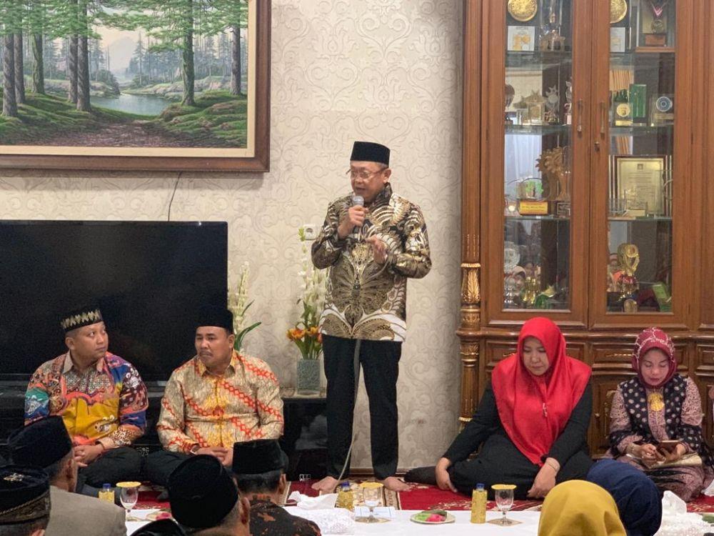 Bupati Sarolangun H.Cek Endra menyelenggarakan Malam Resepsi Kenegaraan dengan cara melakukan Dzikir dan Doa Bersama di Rumah Dinas Bupati.
