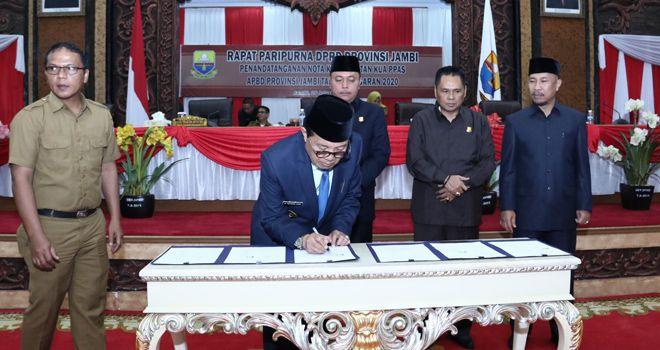 Gubernur Jambi menandatangani kesepakatan tentang rancangan KUA-PPAS Pemprov Jambi tahun 2020.