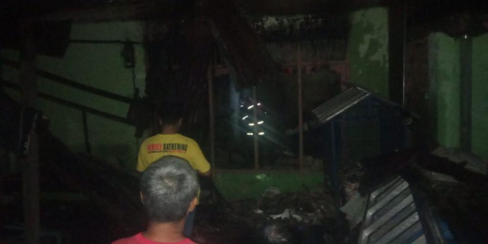 Kebakaran yang menghanguskan satu unit rumah di kelurahan kasang kecamatan Jambi Timur.