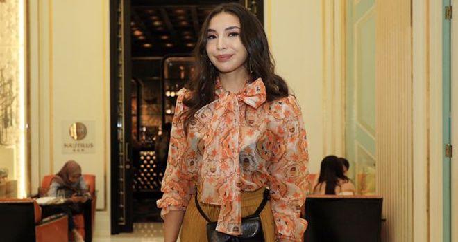 Manohara Odelia Pinot saat menghadiri peluncuran brand fesyen Emmara, di Jakarta, Senin (18/11).