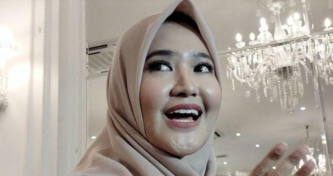 Lisya Nurrahmi, istri Tommy Kurniawan menceritakan perkembangan buah hatinya. Sibuk mengurusi si kecil, dia dan Tommy Kurniawan jadi jarang nonton bareng ke bioskop.