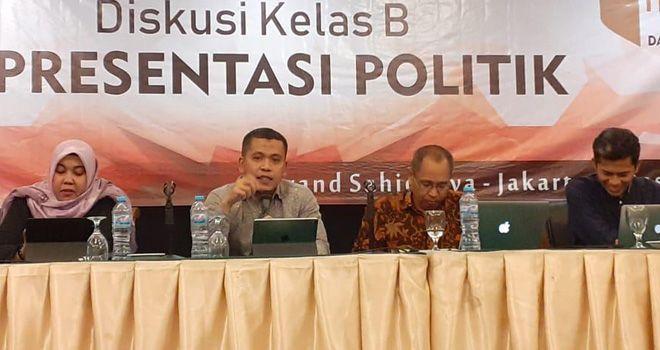 Wein Arifin menyampaikan persentasinya di hadapan para pimpinan Bawaslu Kabupaten/kota dan Provinsi se-Indonesia.