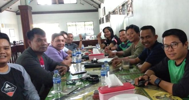 Rapat pengurus SMSI Provinsi Jambi di Restoran Pecel Lele Paal V Kota Baru Jambi (7/12).