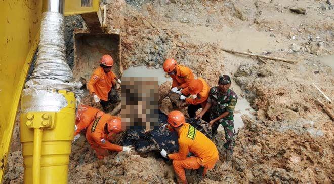 Satu lagi jenazah dari korban longsoran PETI di Desa Tambang Baru, ditemukan.