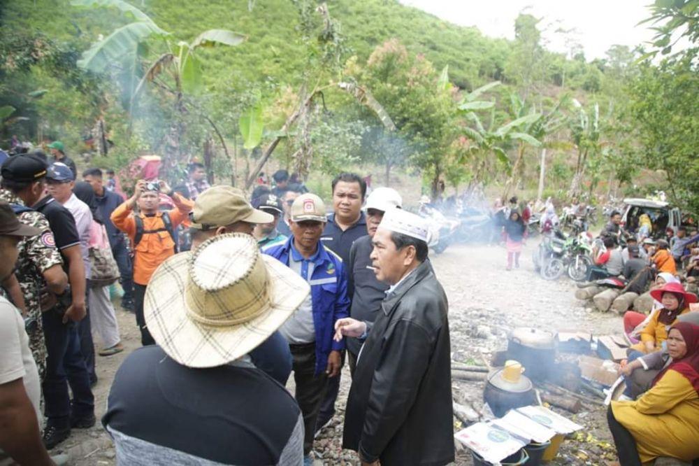Prihatin, Wako AJB Turut Bantu Pencarian Warga di Danau Kaco.