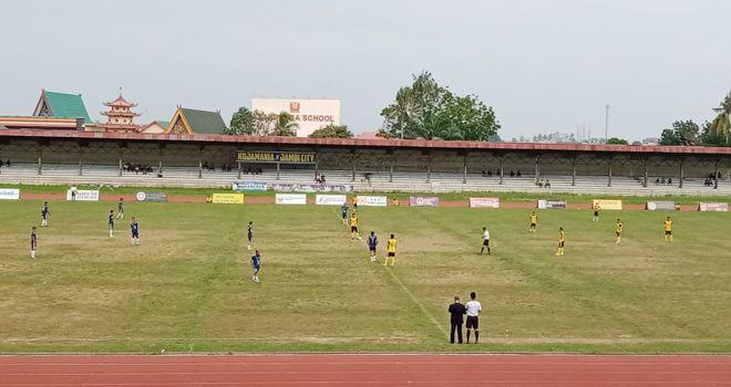 Pertandingan lanjutan turnamen Gubernur Cup 2020 di stadion Tri Lomba Juang sore ini (17/1), mempertemukan PS Merangin kontra PS Muaro Jambi.