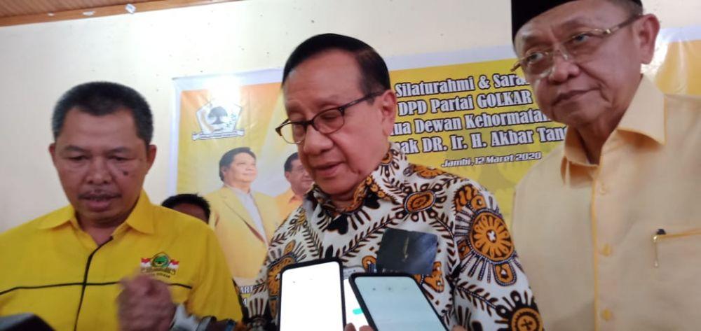 Ketua Dewan Kehormatan Partai Golkar, Akbar Tanjung, melakukan kunjungannya ke DPD I Golkar Provinsi Jambi, Kamis (12/3).