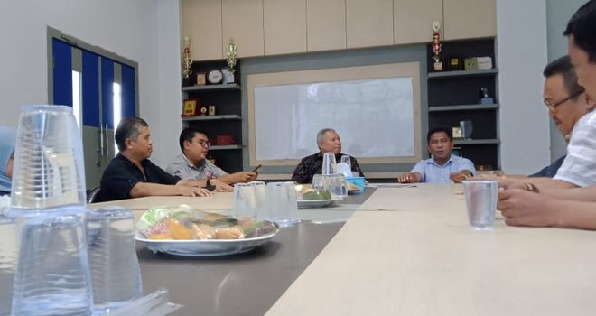 Kedatangan Safrial beserta rombongan disambut hangat oleh CEO Jambi Ekspres Sarkawi yang didampingi Pimpinan Perusahaan Jambi Ekspres Setya Novanto serta Pemimpin Redaksi (Pempred) Jambi Ekspres, Pirma Satria.