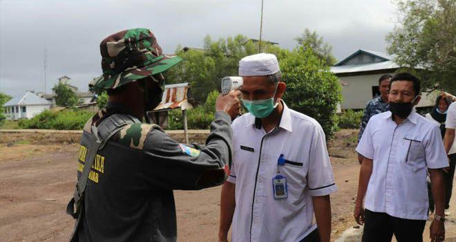 Hadang Virus Corona, Satgas TMMD 108 Kodim 0419 Tanjab Saring Orang Masuk Desa Labuhan Pering