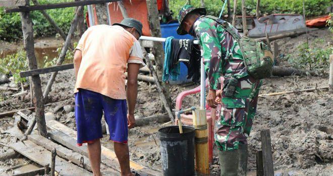 Pembuatan Sumur Bor oleh Satgas TMMD, Warga Labuhan Pering Dapat Menikmati Air Bersih