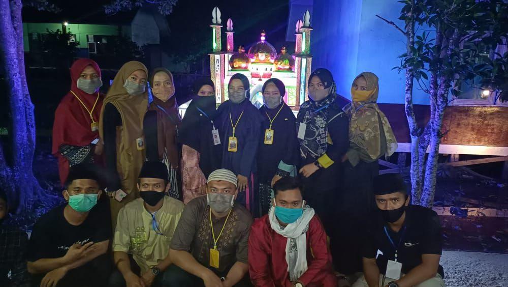 Foto bersama pemuda/i Desa Teluk Majelis.