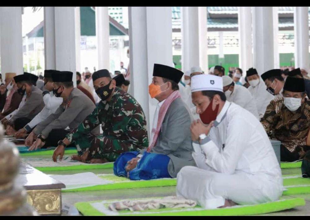Gubernur Shalat Ied Berjamaah di Masjid Al-Falah, Kota Jambi.