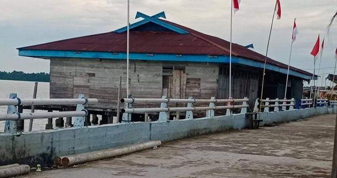 Pemkab Tanjabtim akan membangunan dermaga secara permanen di Kantor Pos Pengawasan LLASDP Kampung Laut. Foto adalah dermaga lama.