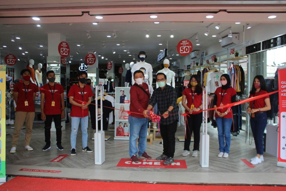 3Second Family Store kini hadir di Jambi. Hal ini terlihat dari acara Grand Opening 3Second Family Store dibuka oleh GM 3Second, Hendri Sase Kamis (22/10).