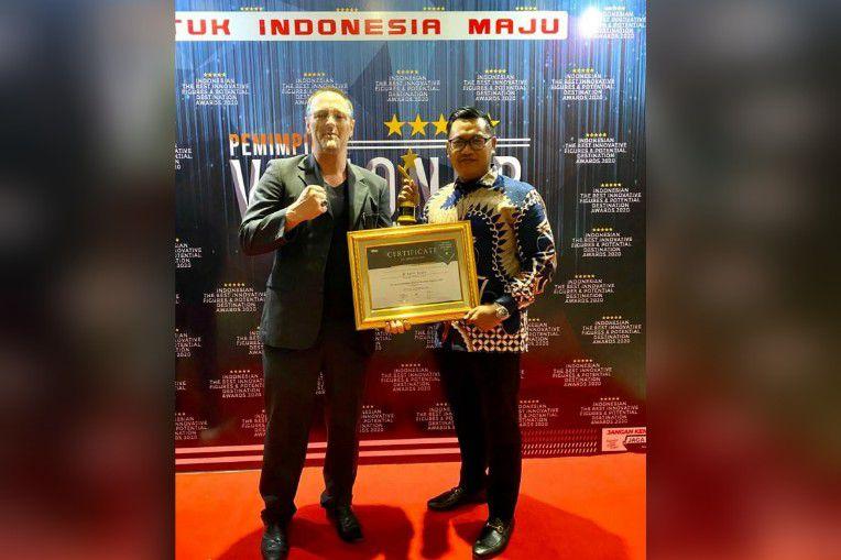 Putra Jambi ini adalah M. Iqbal Linus yang saat ini menjabat sebagai Ketua DPD I KNPI Provinsi Jambi, Penghargaan Indonesian The Best Innovative Figures Award 2020.