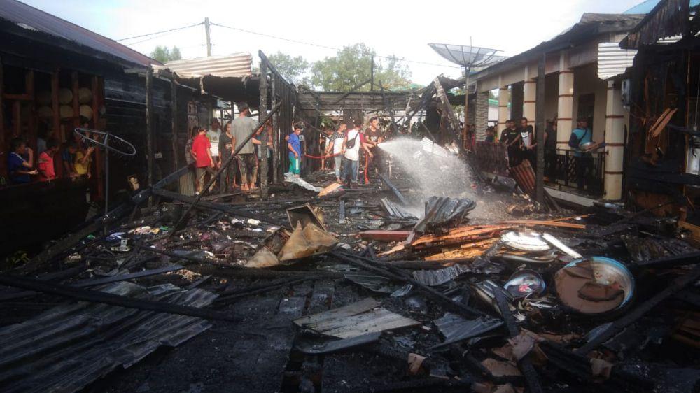 Kebakaran di Parit Pulau RT 18 RW 05 Kelurahan Mendahara Ilir, Kecamatan Mendahara.