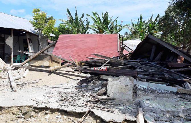 ILUSTRASI: Salah satu rumah yang rusak akibat gempa Halmahera Selatan, Maluku Utara.