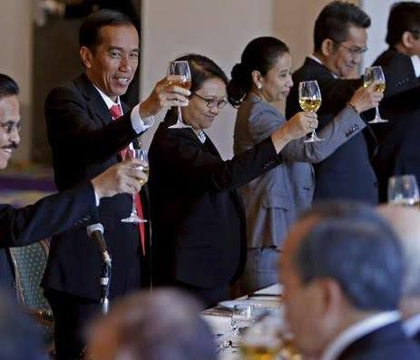Presiden Jokowi dan para pebisnis Jepang yang tergabung dalam Japan External Trade Organization (JETRO) di Tokyo.