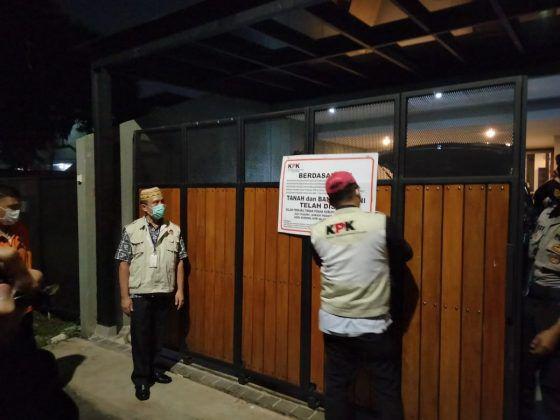 Komisi Pemberantasan Korupsi (KPK) menyita rumah kediaman pribadi milik tersangka APM (Andreau Pribadi Misanta) yang beralamat di Jalan Cilandak I Ujung No. 38 RT 03 RW 10 Cilandak, Jakarta Selatan, Rabu (3/3).