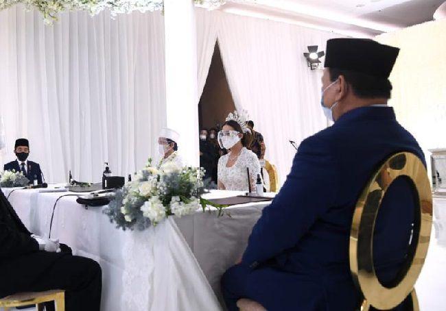 Presiden dan Menhan saat jadi saksi pernikahan Aurel-Atta.