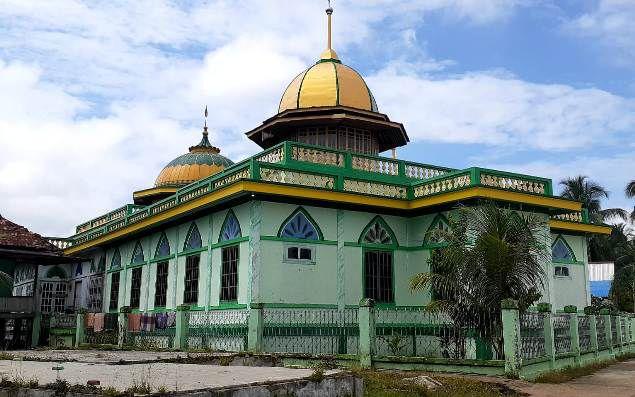 Masjid Syuhada yang berdiri di Desa Terusan, Kecamatan Maro Sebo Ilir, Batanghari, dibangun dengan sumbangan emas dan kerbau dari beberapa orang tokoh agama