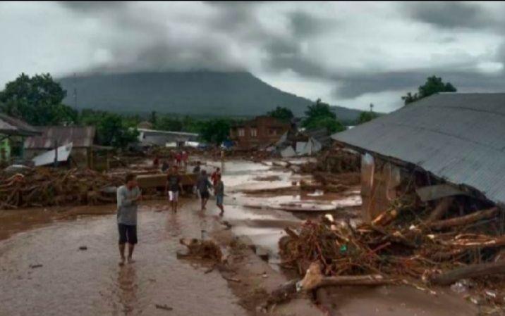 BNPB mencatat 124 jiwa meninggal dunia menyusul banjir bandang dan longsor di Nusa Tenggara Timur (NTT).