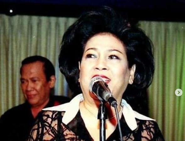 Penyanyi senior Neneng Salmiah.