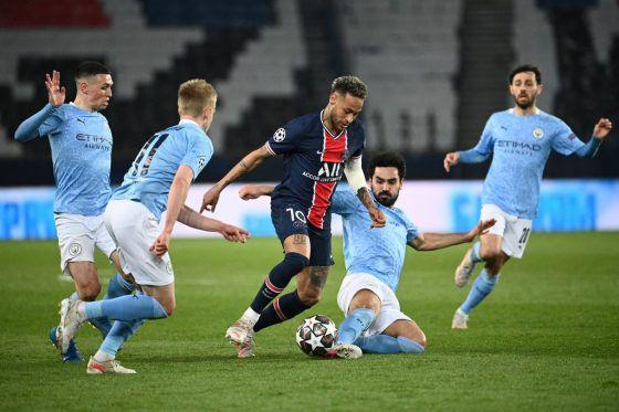 Bintang PSG Neymar tidak berkutik menghadapi pertahanan solid Manchester City.