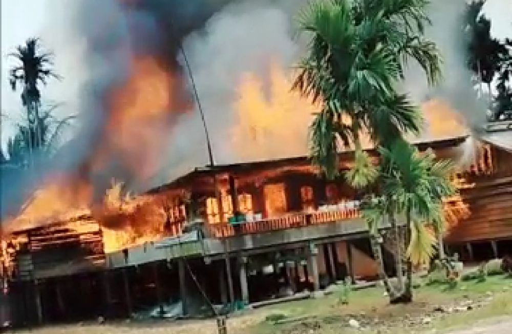 Kebakaran di Dusun Sungai Kapas Desa Labuhan Pering, Kecamatan Sadu, Kamis (10/6) sore.