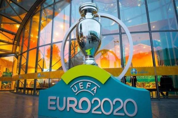 Euro 2020 dilaporkan ditunda tahun depan terkait penyebaran virus corona di Benua Eropa.